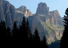 Leggere (lincerosso) Tags: montagne mountains dolomiti gruppodelsella estate luce mattino leggerezza colore bellezza armonia vresantesud