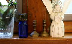 (wmpe2000) Tags: 2016 ct summer windowsill momscollections plantrootingjar oldbluebottle brassminicandlestickholders angel angelcakedecoration white blue brown