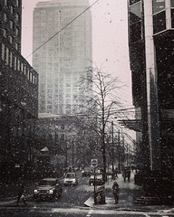 #Snowy day in #Vancouver. #vancouverphotographer #photoblogger #trav3ler #travelphotography #iphonephotography #iphonephoto #blackandwhitephotography #bwphoto (leizgagnon) Tags: snowy vancouver vancouverphotographer photoblogger trav3ler travelphotography iphonephotography iphonephoto blackandwhitephotography bwphoto