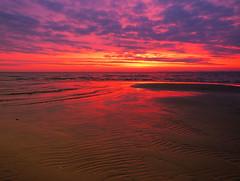 dreamy morning sky (Ostseeleuchte) Tags: dreamymorningsky sunrise morninglight sonnenaufgang prachtvollermorgenhimmel ostsee balticsea colors farben reflections spiegelungen beach strand sky himmel wolken clouds wednesday