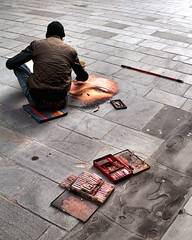 Sitting artist (migliosa) Tags: madonnaro artistadistrada gessetti firenze florence toscana tuscany colori