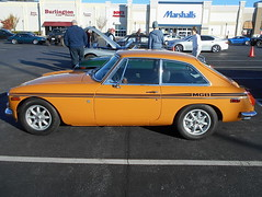 1971 MGB GT (splattergraphics) Tags: 1971 mgb gt mgbgt bgt mg carshow huntvalleyhorsepower huntvalleytownecentre huntvalleymd