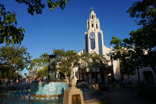 "Carthay Circle Restaurant and Fountain • <a style=""font-size:0.8em;"" href=""http://www.flickr.com/photos/28558260@N04/20680602042/"" target=""_blank"">View on Flickr</a>"