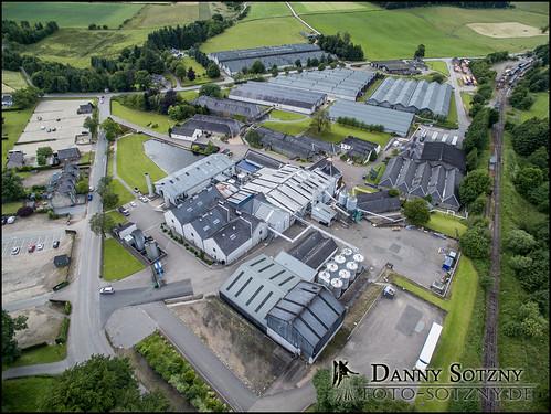 Glenfiddich Distillery mit Lagergebäuden