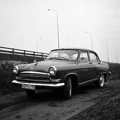 GAZ 21 Volga (Mikhail Serbin) Tags: blackandwhite 6x6 car analog mediumformat gaz oldtimer oldcar ru ilford volga  gaz21  yashika124