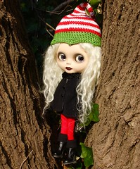 holiday ready with Helga! (cybermelli) Tags: christmas holiday hat monkey doll spooky blythe custom sbl squeaky