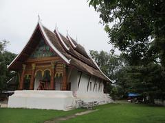 """Luang Prabang: le temple Vat Aham, à côté du Vat Visoun <a style=""""margin-left:10px; font-size:0.8em;"""" href=""""http://www.flickr.com/photos/127723101@N04/23839112376/"""" target=""""_blank"""">@flickr</a>"""