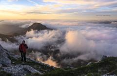 Autorretrato (Jabi Artaraz) Tags: sunrise amanecer zb autorretrato niebla goiza egunsentia orisol anboto euskoflickr otxandio jabiartaraz jartaraz zabalandi