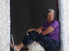 Alida alla finestra- foto Laura Cignoli.