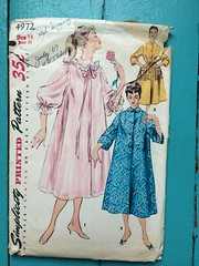 Simplicity 4972 (kittee) Tags: kittee vintagesewing vintagepattern simplicity simplicity4972 4972 size14 bust32 nightgown robe housejacket negligee housecoat duster pockets largepockets ricrac peterpancollar wouldsell 1969 1960s collar 34sleeves turnbackcuffs