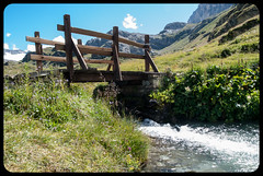 Water under the bridge (franz75) Tags: nikon d80 italia italy valdaosta rifugio benevolo acqua water ponte bridge legno montagna mountain alpi alps rhemes valdirhemes rhemesnotredames valledaosta
