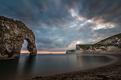 Durdle Door (tmrbrcht) Tags: england gb dorset swanage isle rmelkanal durdle door urlaub holiday landschaft landscape breathtaking meer sea wasser water felsen rocks kste coast steilkste steepcoast strand beach bucht bay himmel sky wolken clouds sunset sonnenuntergang stimmung glatt smooth nice drama blau blue grey grau yellow gelb orange ruhe stille silence stillleben canon eos 700d dslr spiegelreflex ef 1018 mm objektiv lens blende rollei stativ tripod kalkstein weitwinkel wide angle ultra langzeitbelichtung long exposure camping trekking wandern outdoor