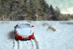 DSC_6705 (Isko78) Tags: winter toys car montain mountain nikon nature natur natura november d80 dslr digital depth 50mmd snow white