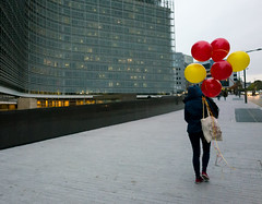 Belgian balloons (Thomas Frezel) Tags: belgium brussels balloons europe bruxelles ballons yellow red