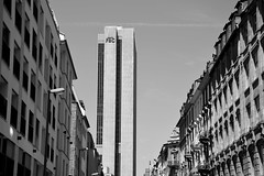 In Between (ericgrhs) Tags: urban ffm frankfurt skyscraper hochhaus hessen frankfurtammain