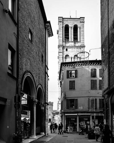 324/366 -  19 novembre 2016 - Nel XVIII secolo furono presentati diversi progetti per completare il campanile del Duomo, ma nessuno di questi fu realizzato, lasciando incompiuta l'opera in marmo rosa attribuita a Leon Battista Alberti.  November 19, 2016
