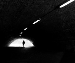 (Magdalena Roeseler) Tags: street strassenfotografie streetphotography streettog silhouette light bw sw monochrome people olympus berlin