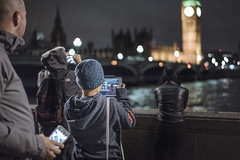 29 November, 17.21 (Ti.mo) Tags: november england people london westminster mobile thames phone cellphone bigben selected smartphone 55mm mobilephone gb f18 lambeth 2015 0ev iso10000 peopleusingphones  secatf18 fe55mmf18za