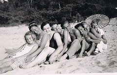 The World needs more Beaches (TrueVintage) Tags: summer beach strand happy 1930s sommer together gruppenfoto oldphoto groupshot foundphoto 1937 glcklich vintagephoto zusammen vintagebeach vintagesummer