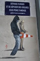 Philippe Hrard + Ender_2760 rue des Envierges Paris 20 (meuh1246) Tags: streetart paris belleville peeing ender capuche sizedoesntmatter paris20 ruedesenvierges philippehrard