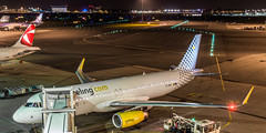Amsterdam Schiphol Airport - 27-10-2016 (Iemand91) Tags: vueling airbus a320 ecmel gate d02 london luton ltn vy8406 naples nap vy8441 sa czech airlines a319 oknen prague prg ok618 ok619 tui netherlands arke arkefly boeing 737800 737 phtff lanzarote ace flybe embraer erj175std e175 amsterdam schiphol airport eham ams spotting