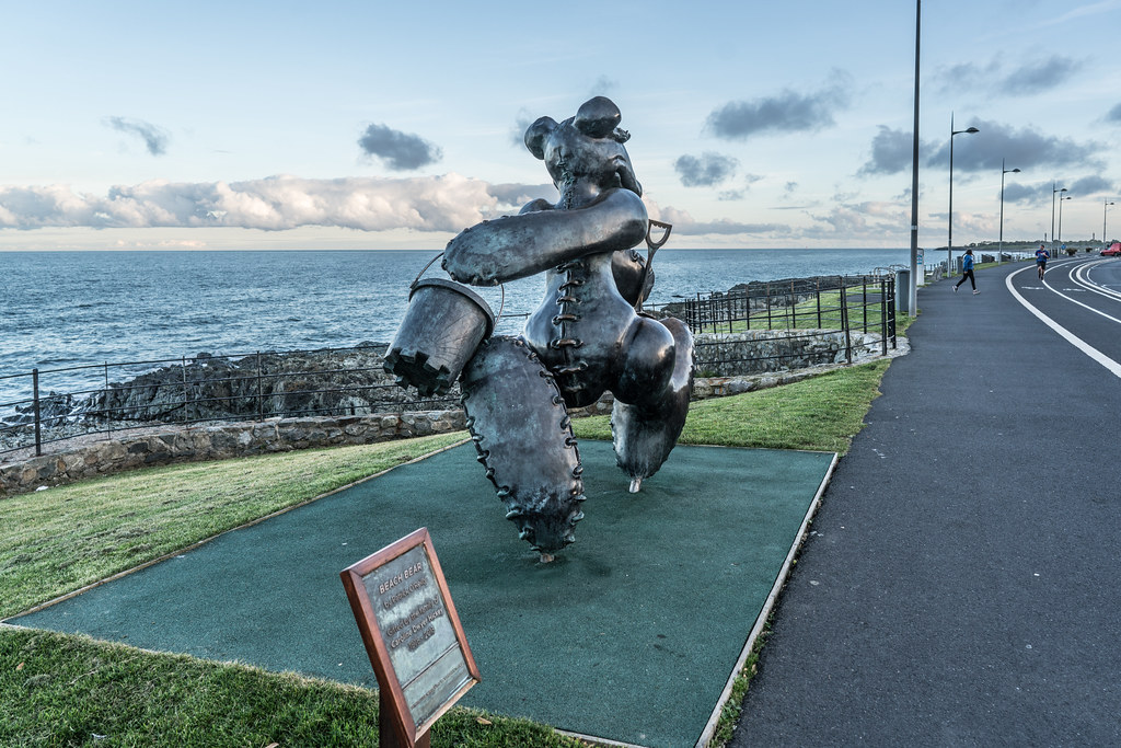 BEACH BEAR ON HIS WAY TO THE BEACH AT GREYSTONES [ARTIST- PATRICK O'REILLY]-122019