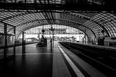 Berlin Hauptbahnhof (Michael Erhardsson) Tags: berlin hauptbahnhof hbf banhall svartvitt monokrom station railwaystation stationsmilj 2015 tyskland