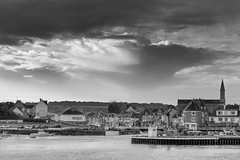 _MG_7626.jpg (arnaudthx) Tags: portenbessin nuage cloud noiretblanc blackandwhite harbour harbor normandie normandy