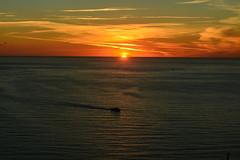 2016 Sonnenuntergang in Meta (mercatormovens) Tags: wolken schiff mittelmeer meer sunset sonnenuntergang golfvonneapel italien meta