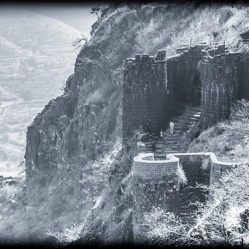 Kalyan Darwaza.. Sinhagad fort #sinhagad #sinhagadfort #shivajimaharaj #maratha #marathaempire #kalyandarwaja