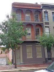 (sftrajan) Tags: neworleans architecture wroughtiron balcony centralbusinessdistrict cbd townhouse 19thcentury brick stcharlesavenue 717stcharlesavenue