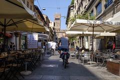 Bologna - Via degli Orefici (Massimo Battesini) Tags: nationalgeographic worldtrekker worldcitycenters fujifilmxt1 fuji xt1 fujixt1 fujifilm finepix fujinon fujinonxf18135 fuji18135 fujifilmfujinonxf18135mmf3556rlmoiswr bicicletta vlo bicycle biciclettes bicicletas biciclette bike bikes centrostorico zentrum centreville centromedievale centremdival medievalcenter centromedieval bologna emiliaromagna italia it citt ville city stadt town ciudad photographiederue streetphotography fotografiaderua photosdelavie escenacallejera italien italy italie viadegliorefici stradadeljazz europe europa bar caff cafe caf caf