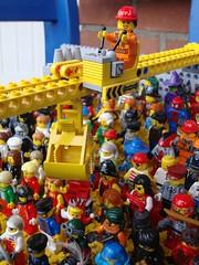 Placing Figures (captain_joe) Tags: 150 toy spielzeug 365toyproject lego minifigure minifig crane kran bagger