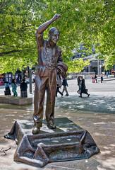 161110 105045 (friiskiwi) Tags: aoteasquare mayorrobbie sculpture statue