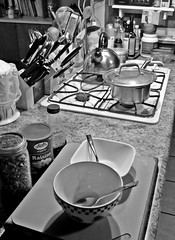 Kitchen Collections & Breakfast!  317/366 (Oh Ya, Winter's Here..Bring Snow Plz!) Tags: 366the2016edition collections knives utensils kitchen bowls food stove pot oatmeal apple cinnamon tasty counter inside shadows morning early spoons light fujix30 3662016 day317366 12nov16