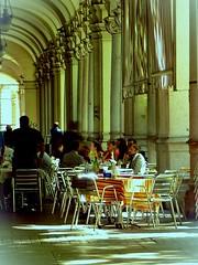 DSCN1938 (dina.elle) Tags: torino piemonte portici passeggiata passeggiare tavolini caff amici chiacchierare estate calura sole riparare colonne riflessi break pausa colonnato porticato