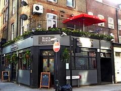 Black Horse- Aldgate (Draopsnai) Tags: blackhorse pub traditionalbritishpub londonboozer lemanstreet aliestreet aldgate towerhamlets