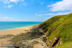 Entre Terre & Mer (CH-Romain) Tags: normandie normandy sea mer beach plage sable falaise vue view ciel sky bleu vert france ouest cote west coast horizon rocher