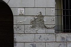 Dodici (DR_CR) Tags: wall old decay twelve