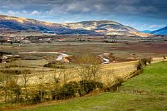El Ebro iniciando su camino. (JOSSUKO) Tags: lights pantanodelebro juliobriga retortillo lanscape luces cantabria river contraste prados campo montaas