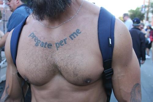 HELLA HOT HAIRY MUSCLE MAN ! (TATTOO: PRAY FOR ME) FOLSOM STREET FAIR 2016 ! ( safe photo )