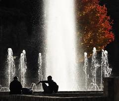 Salon d'automne (Yvainb) Tags: fontaine contrejour