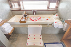 flower bath (maaco) Tags: photoshop bathroom nikon bath honeymoon decoration sigma resort adobe fourseasons 1020mm maldives lightroom baaatoll luxuryresort flowerbath d7000 landaagiraavaru bobblebath fourseasonsresortmaldivesatlandaagiraavaru