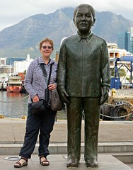 posing with the big guy (Linda DV) Tags: africa travel southafrica geotagged capetown westerncape kaapstad southernafrica 2015 geomapped lindadevolder picmonkey