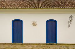 Alamy-5 (luzrosaa) Tags: door wood blue houses sea brazil mountains color history tourism beach nature riodejaneiro paraty architecture fun ancient afternoon tour details colonial tradition past historicalcity touristroute stonestreets backtothetime