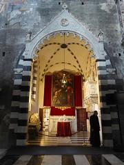 a guardia della Porta Santa (fotomie2009 OFF) Tags: genova duomo genoa liguria italy italia giubileo 2016 church chiesa interior cathedral cattedrale