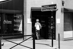 C'est par l (amor du 94) Tags: 14me architecture boutiquemagasin brique couvrechef homme humour montparnasse parissud sujet texture vtement cartierbresson paris fondationhenricartierbresson ruedelouest impasselebouis ruelebouis