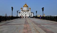 RUSSIE - Moscou -cathdrale du Christ Sauveur (AlCapitol) Tags: moscou russie nikon d800 cathdrale cathdraleduchristsauveur esplanade pont architecture church
