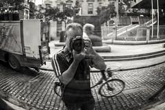 (...) (ángel mateo) Tags: ángelmartínmateo ángelmateo irlanda dublín ireland eire erin irish ♣ espejo espejoconvexo calle bicicleta empedrado cámarafotográfica fotografiando autorretrato mirror convexmirror street bicycle paved camera photographing selfportrait urbano urban
