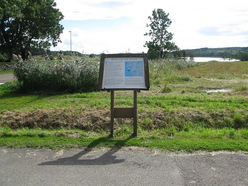 Informationstavla vid kyrkoruinen i Ytterby 2012 (2)